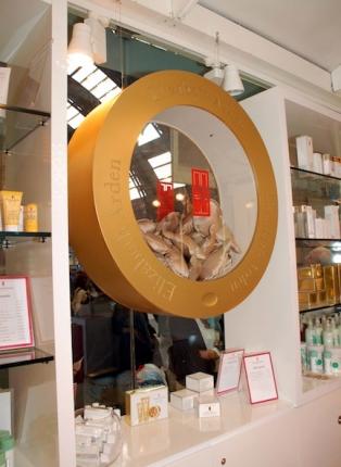 interno-del-temporary-store-elizabeth-arden-di-milano